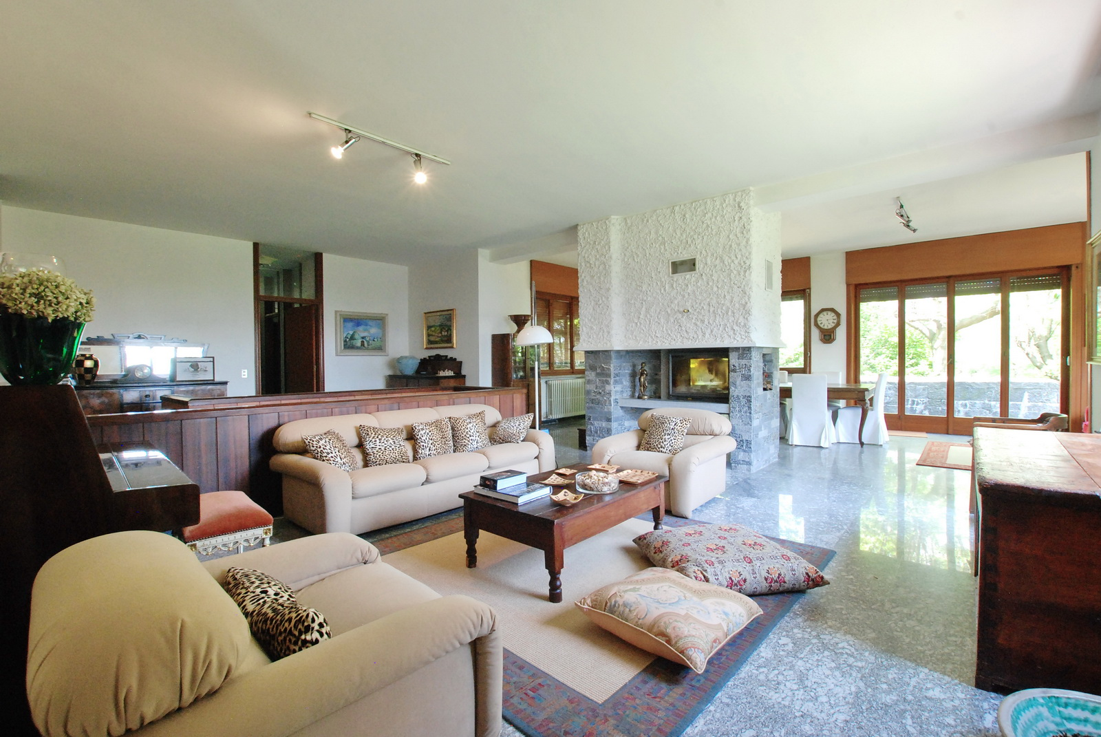 EXCLUSIVE SUNNY VILLA IN ARONA WITH PARK