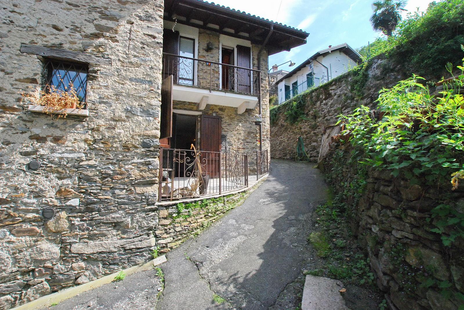 RENOVATED RUSTIC HOUSE ON THE LAKE MAGGIORE