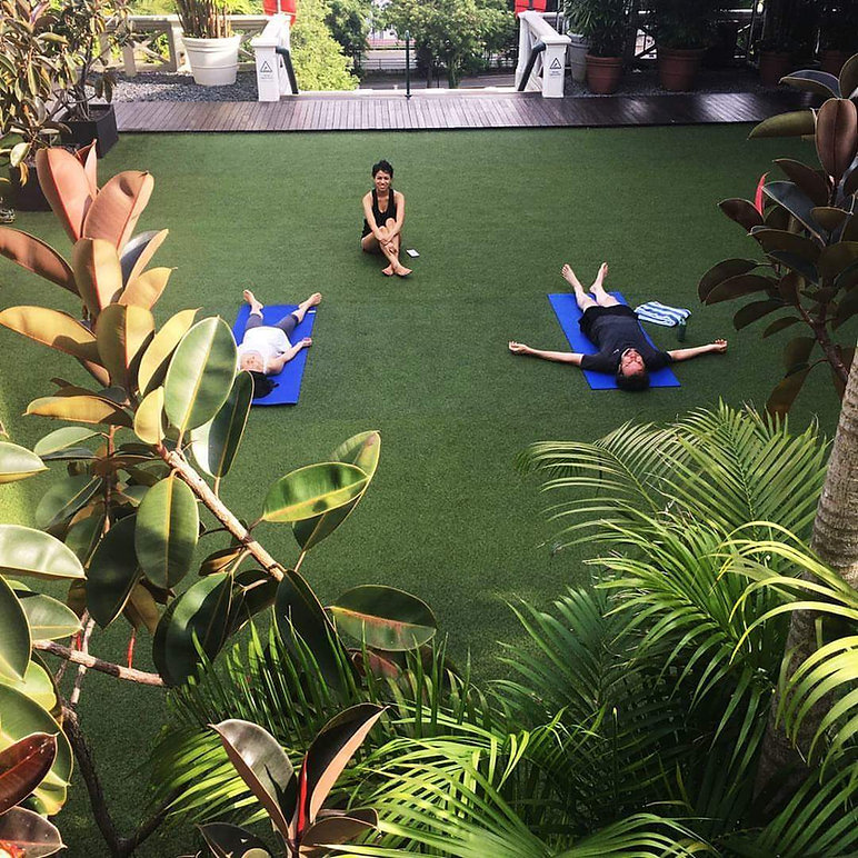 outdoor yoga in nature hotel fort canning singapore