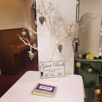 Guestbook white tree decor with hearts