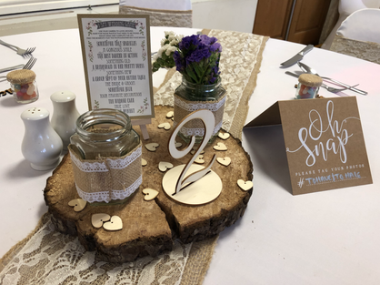 Log centrepiece with hessian and lace sash