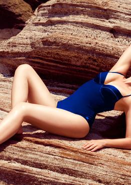 Photographer : Jérôme Pannetier  Model : Maëva Blanche