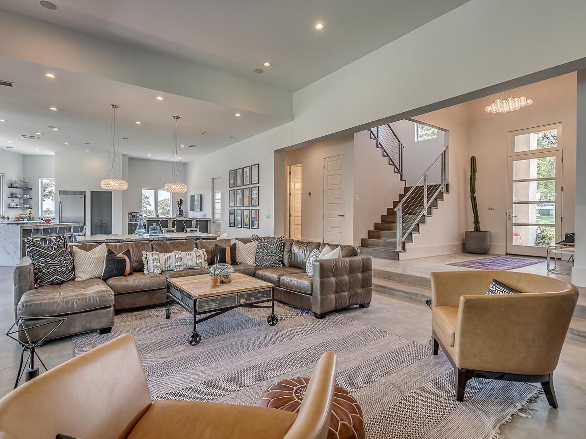Modern living room - lot 123