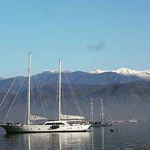 Yacht vor Bergen