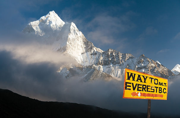signpost way to mount everest b.c. and e