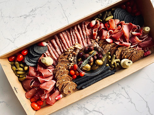 Charcuterie platter box | up to 15 pp