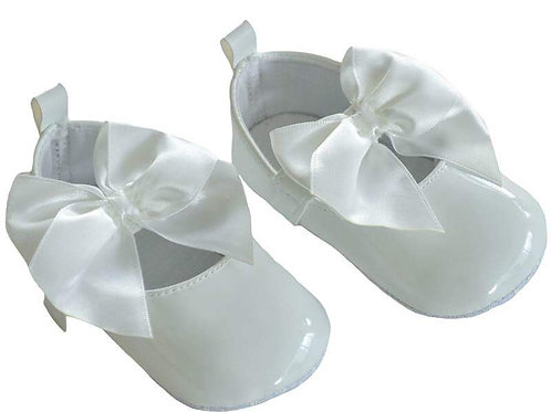 Soft Sole White Shoe With Bow