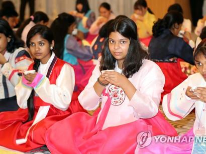 한국 다도 체험하는 인도 청소년