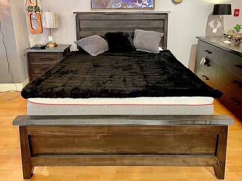 HANDSTONE Pemberton QueenPlatform Bed