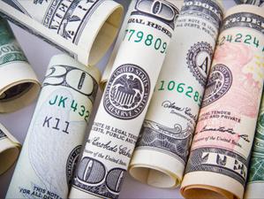 Cinco motivos detrás de la fuerte alza del precio del dólar