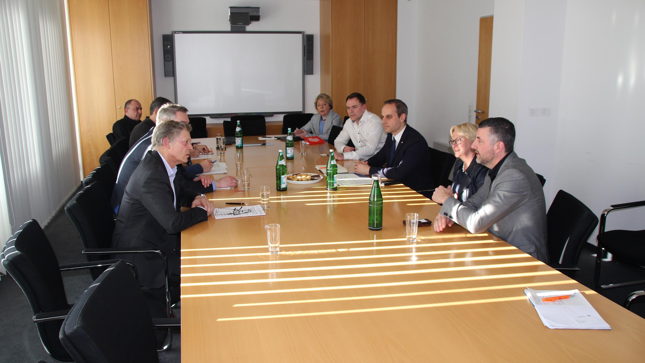 Arbeitstreffen_im_NRW_Gesundheitsministe