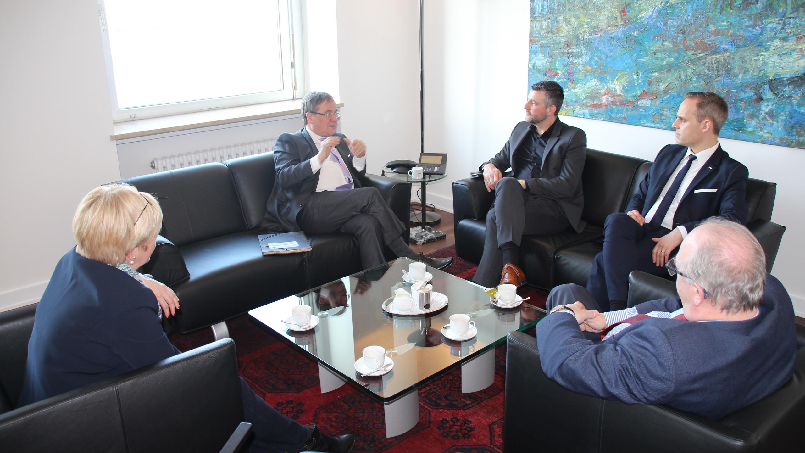 Die_CSP-Delegation_beim_Arbeitsgespräch_mit_NRW-Ministerpräsident_Armin_Laschet
