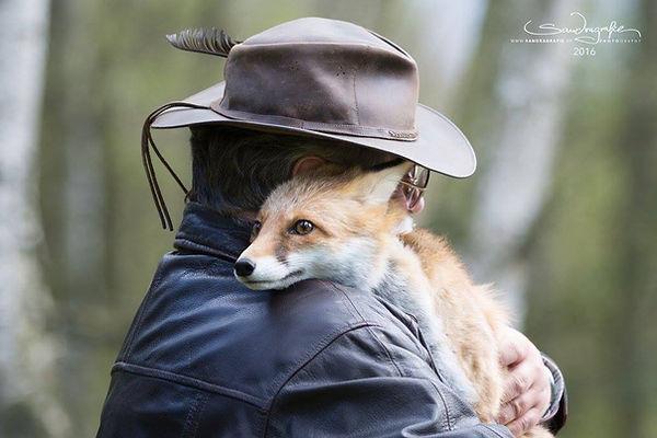 Foxy und Rolf in eine Schmusepause während eines Fotoshootings.