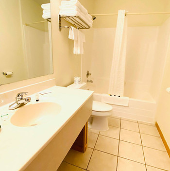 king suite bathroom.jpg
