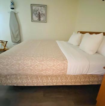 king suite2.jpg