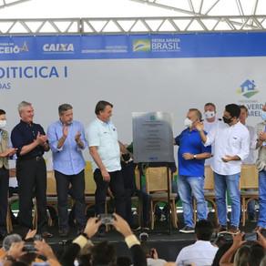 """Ao entregar obras em Alagoas, Bolsonaro chama Renan de """"picareta"""" e """"vagabundo""""  e é ovacionado"""
