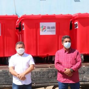 MODERNIDADE: Governo de São João implanta novos coletores de lixo e população agradece