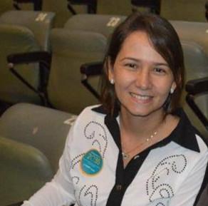 MARTELO BATIDO: Ex-Prefeita de São Bento do Una, DÉBORA ALMEIDA, é pré candidata à Deputada Estadual