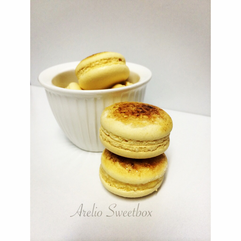 Creme Brulee Macarons