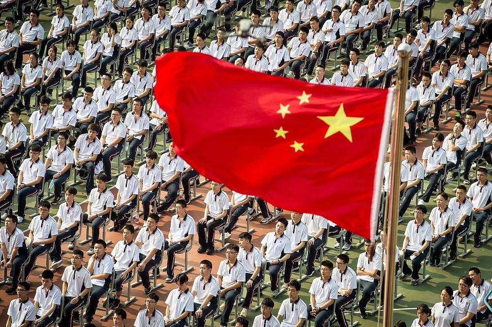 alunos das universidades chinesas enfileirados