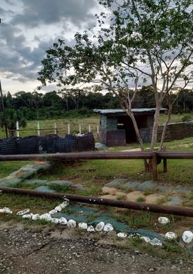 Garita militar para soldados prestando guardia en un campo petrolero en el sur de Colombia. Diciembre de 2019.