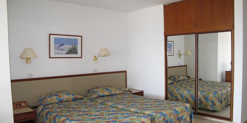Sun Hall Beach Hotel & Apts 13.jpg