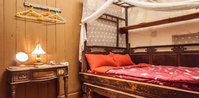 雙人紅眠床雅房