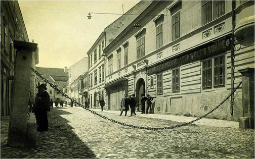Schabboskette at the entrance to the Eisenstadt ghetto