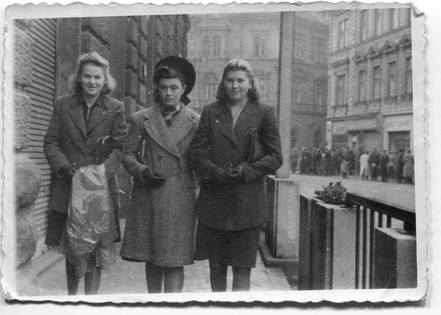 Walking between school friends, Greta and Lisa Meizels in Bielsko
