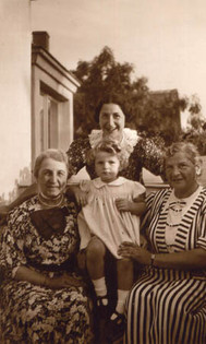 L-R Tante Shüfftan, mother, Hanna, Oma Else in 1937