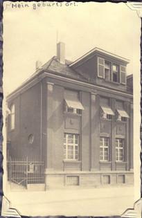 'Mein geburtsort'. The house where Suzanne was born