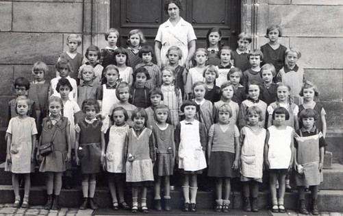 First year of school in Fürth, 1932 (first on left 2nd row from front)