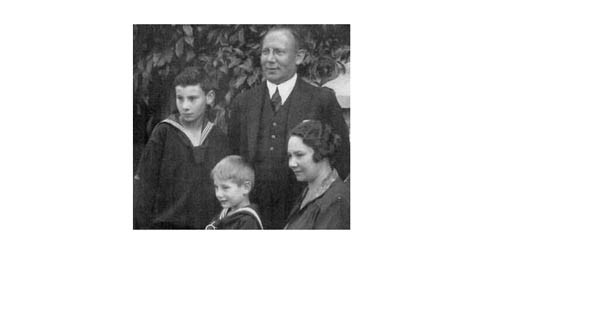 Mother, father, Fritz and Heinz in 1926