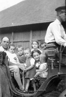 Muska with Peter and his cousins. Ariton was the carriage driver. Muska, his wife Kate, Ilonka & Imre died in Auschwitz