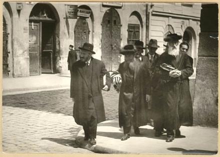 Polish Jews in Józefa street in Kazimierz, Krakow. Photo by Tadeusz Przypkowski, 1930s, property of the MHK