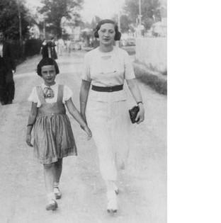 Berta with her mother in Bielsko, August 1939