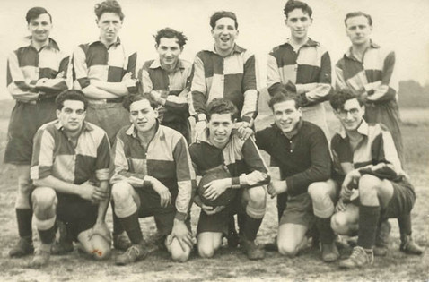 Leeds Maccabi c. 1949-50 with Frankie Vaughan front left and ES front middle