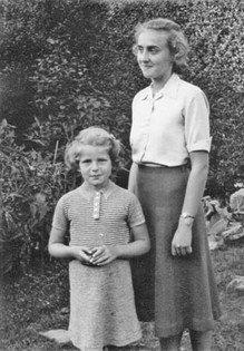 Hanna with Renate when she was four years old