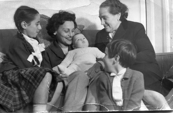 L-R, Janet, Katinka with baby Andrew, Laszlo's mother and Carol