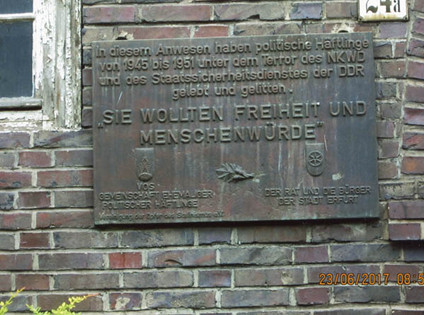 Plaque outside the apartment building in Erfurt
