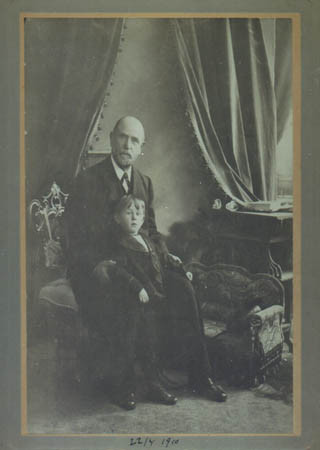Father with his grandfather, 1910