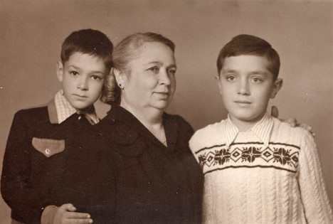 Ivan with Jovica and Aunt Etél in Vrbas, 1947