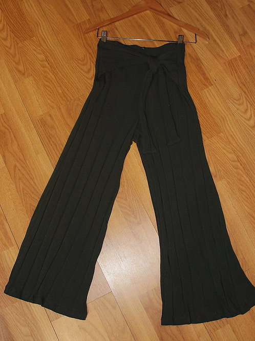 olive knit cropped pants w/ tie front