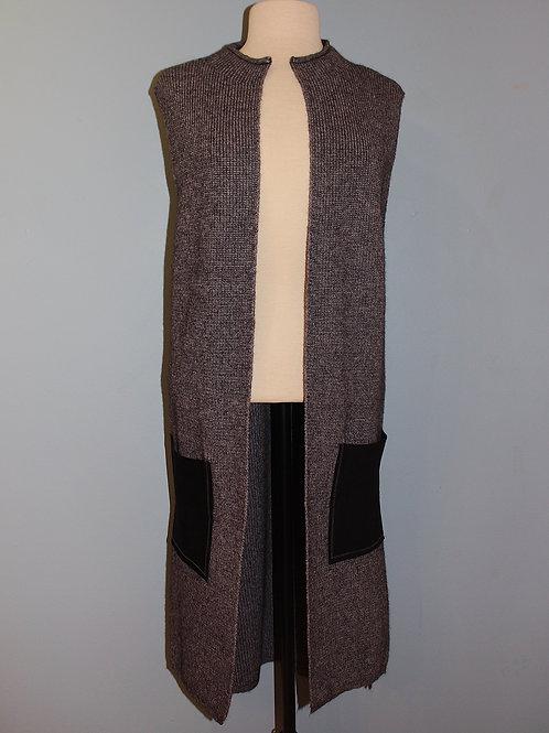 contrast pocket vest