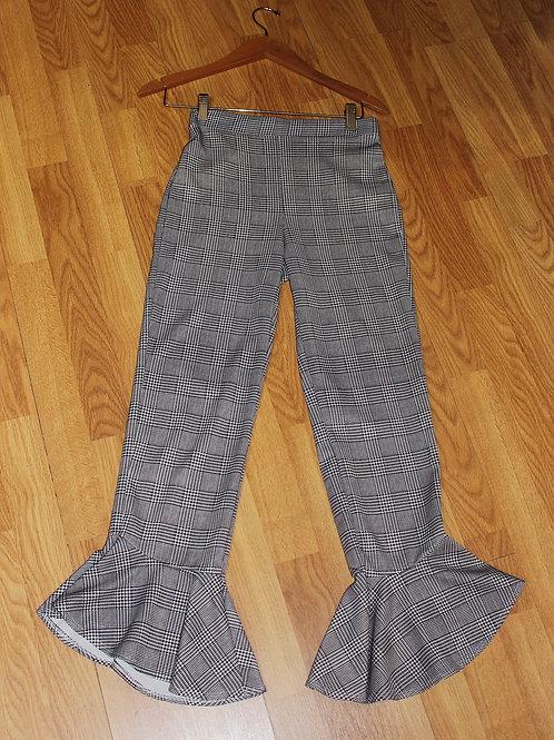 ruffle hem cropped flare pants