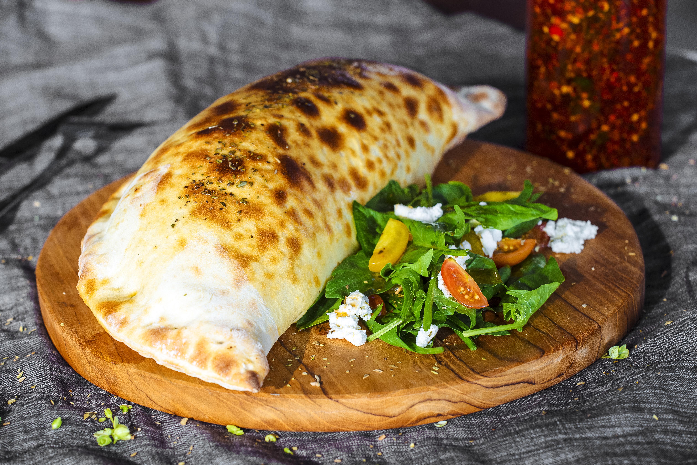 calzone-pizza-P7DRHSW