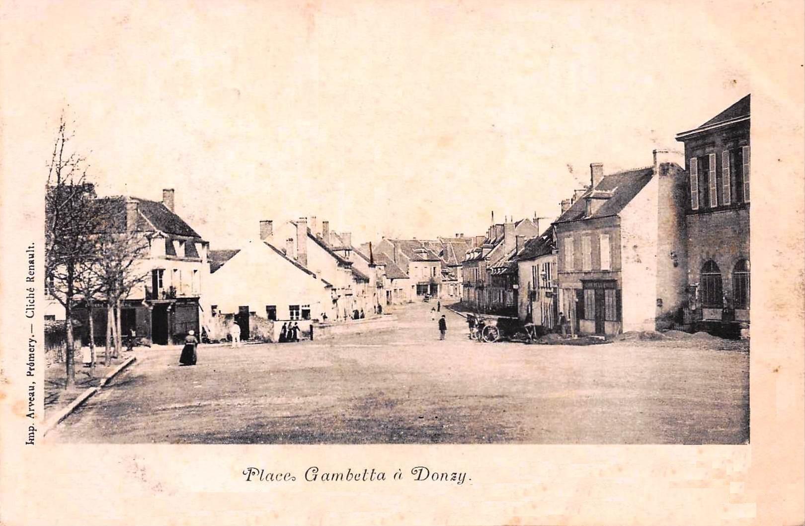 Donzy-La-Place-Gambetta-2