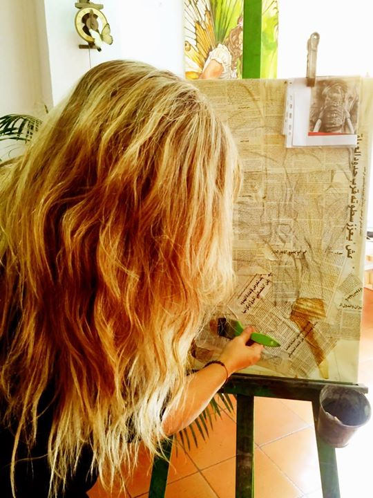 Dibujo sobre periódico.jpg Envejeciéndolo con café