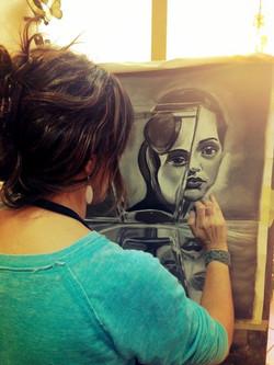 Sandra, mientras dibuja