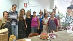 Esta tarde. Foto con los alumnos de olorAMAR y las encantadoras alumnas de prácticas_ Raquel y Águed